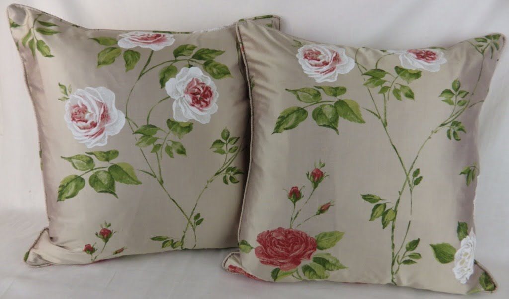 Dekoration Dekokissen 4 X TRAILING FLORAL FLOWERS RED WHITE PIPED 18-45CM CUSHION COVERS